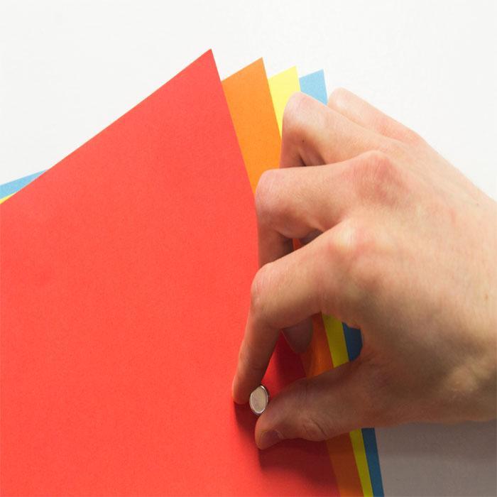 carta da parati magnetica smart con fogli attaccati con calamita