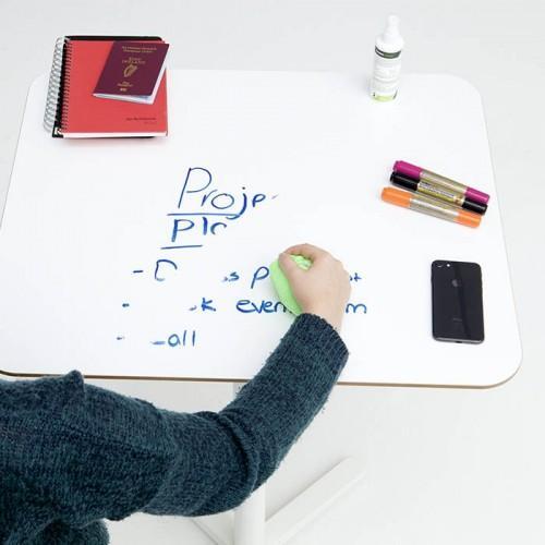 Pellicola adesiva effetto lavagna smart crea spazi scrivibili in ufficio cancellabili usando panno in microfibra
