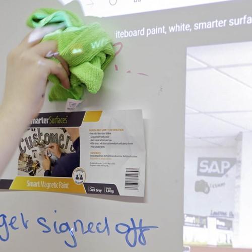 cancellare con panno scritte a pennarello su carta da parati 3in1 smart